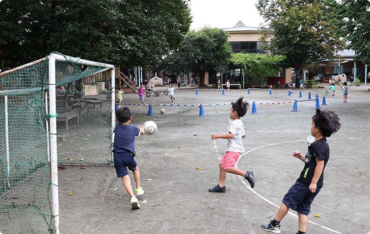 サッカー場、リレー、ドッチボール