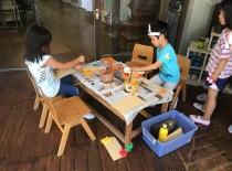 7月 暑い中子ども達は元気 子ども達の遊びの中に「ごっこ」を発見しました